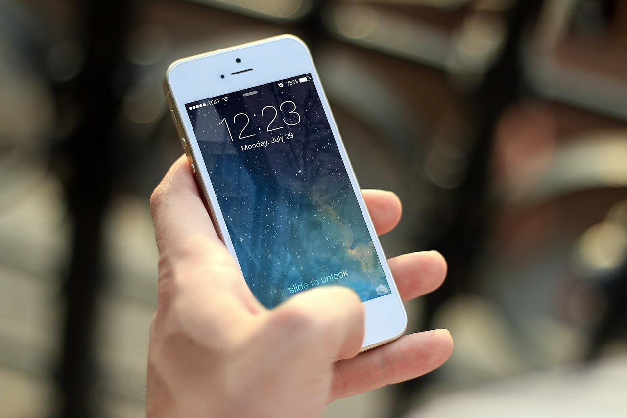 Now it is easier to get original Apple products for your damaged iPhone from independent mobile repairing centers