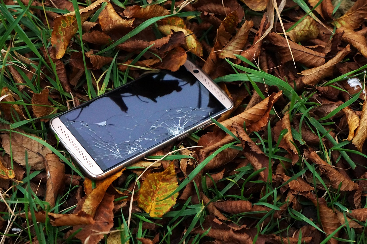 Lost your phone in public place? Immediately do these things (without fail)